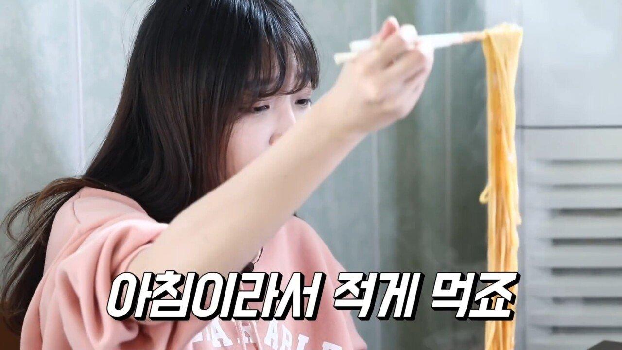 통영2탄 하루에5시간 여는 줄서서 먹는 짬뽕집! 사장님의 주문거부.. Korean mukbang eating show.mp4_20200713_201701.905.jpg 아침이라서 적게 먹었다는 쯔양 한 끼 식사