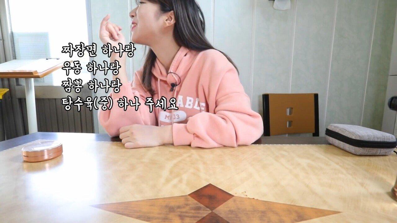 통영2탄 하루에5시간 여는 줄서서 먹는 짬뽕집! 사장님의 주문거부.. Korean mukbang eating show.mp4_20200713_201726.466.jpg 아침이라서 적게 먹었다는 쯔양 한 끼 식사