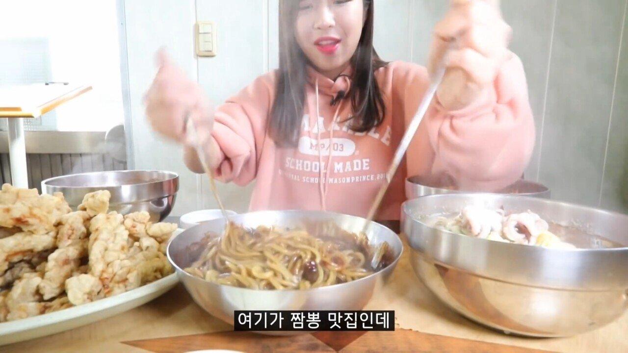 통영2탄 하루에5시간 여는 줄서서 먹는 짬뽕집! 사장님의 주문거부.. Korean mukbang eating show.mp4_20200713_201818.779.jpg 아침이라서 적게 먹었다는 쯔양 한 끼 식사