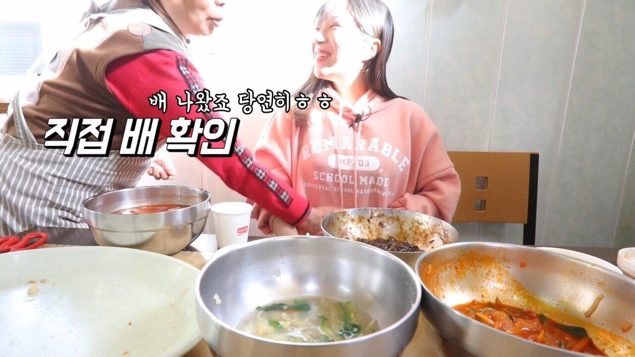 통영2탄 하루에5시간 여는 줄서서 먹는 짬뽕집! 사장님의 주문거부.. Korean mukbang eating show.mp4_20200713_201950.500.jpg 아침이라서 적게 먹었다는 쯔양 한 끼 식사