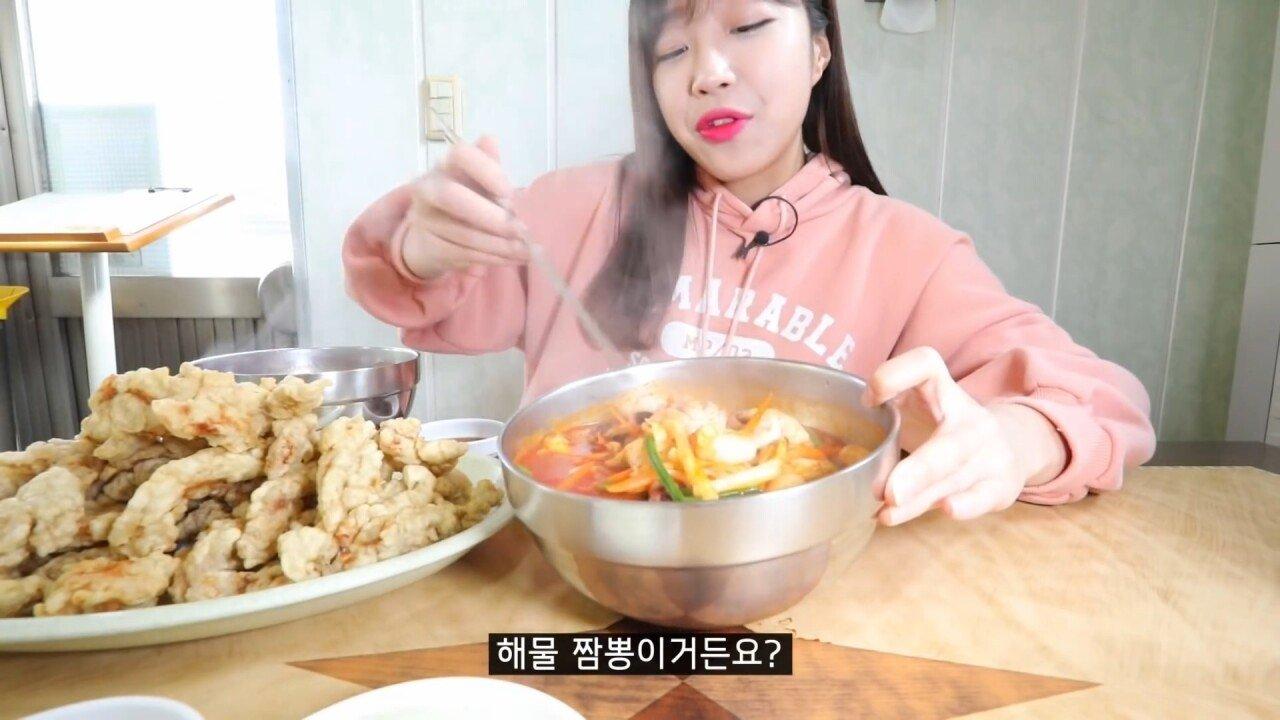 통영2탄 하루에5시간 여는 줄서서 먹는 짬뽕집! 사장님의 주문거부.. Korean mukbang eating show.mp4_20200713_201803.154.jpg 아침이라서 적게 먹었다는 쯔양 한 끼 식사