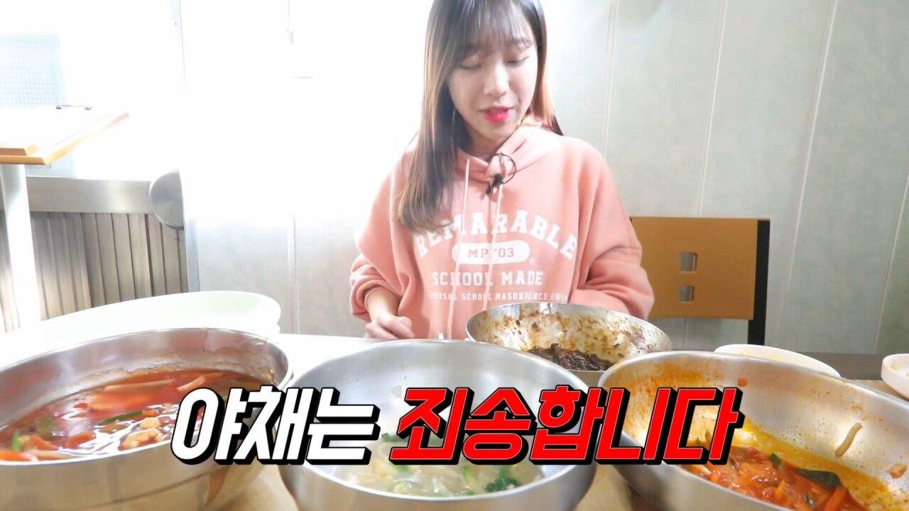 통영2탄 하루에5시간 여는 줄서서 먹는 짬뽕집! 사장님의 주문거부.. Korean mukbang eating show.mp4_20200713_201931.987.jpg 아침이라서 적게 먹었다는 쯔양 한 끼 식사