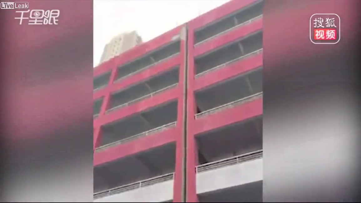 Man died instantly after part of building collapses on his head.mp4_20190513_124237.074.jpg